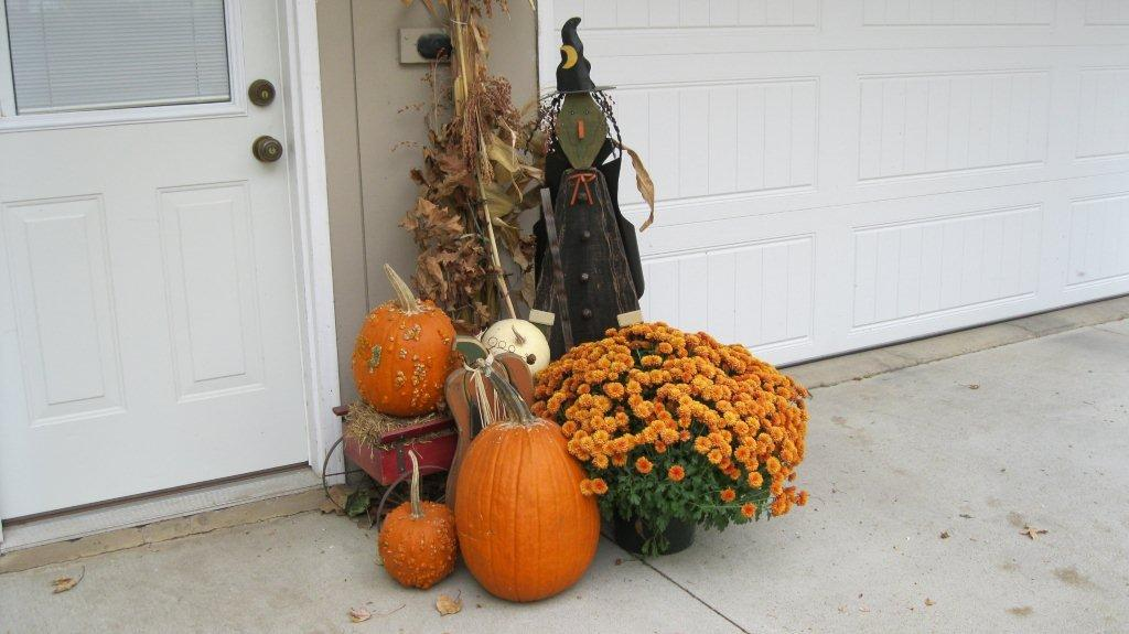 Snicker's fall display