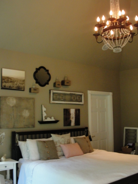 bed_and_chandelier