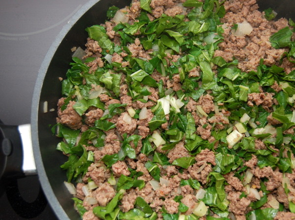 Add spinach to beef, onion and garlic mixture.